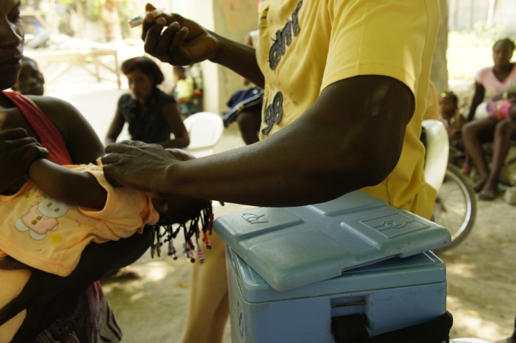 A health worker prepares the polio vaccine for a child.